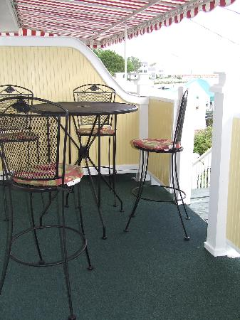 Bay View of Mackinac Bed & Breakfast: Private porch