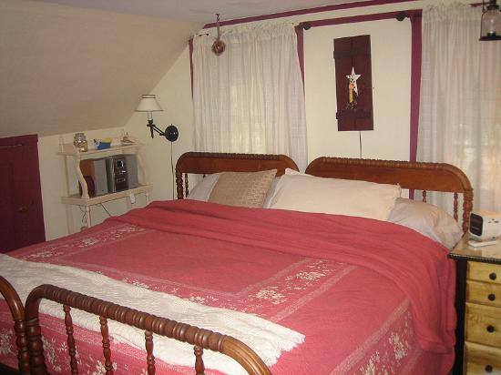 Yarmouth Port, MA: Huge king-sized bed in Capt. Crocker Room