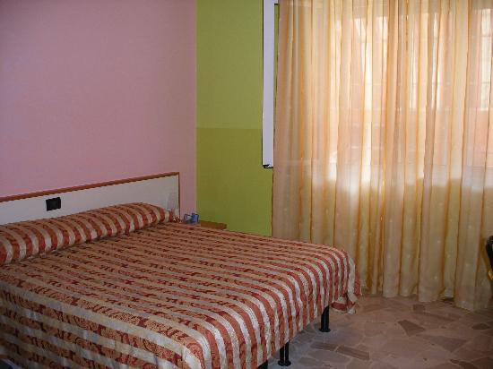 Hotel Primavera: bedroom