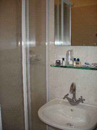 Hotel Primavera: bathroom