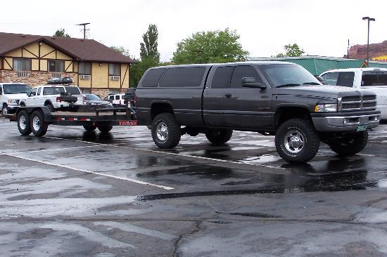 Super 8 by Wyndham Moab: Le parking et ses