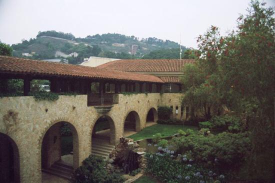 hotel vista real guatemala jardines exteriores