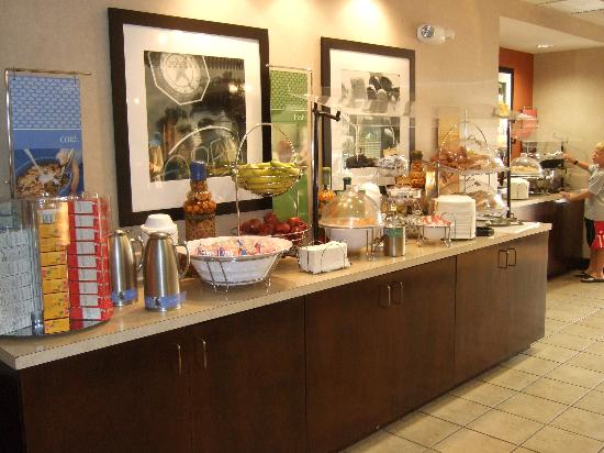 Hampton Inn Amelia Island at Fernandina Beach: Hampton Inn Breakfast Spread