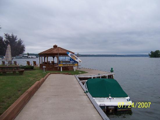 The Inn on the Lake: breakwall