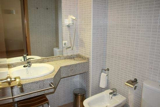 Las Dunas Apartamentos Turísticos: El cuarto de baño