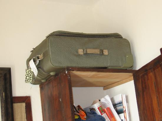 Amelie Tulum: You have to store your Luggage Up HIGH scary getting it down
