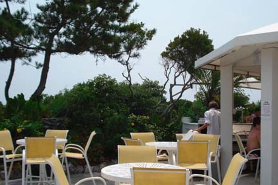 Blockade Runner Beach Resort : Hotel Patio