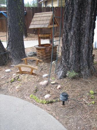 Cedar Lodge Motel & RV Park: Rustic details around the property.