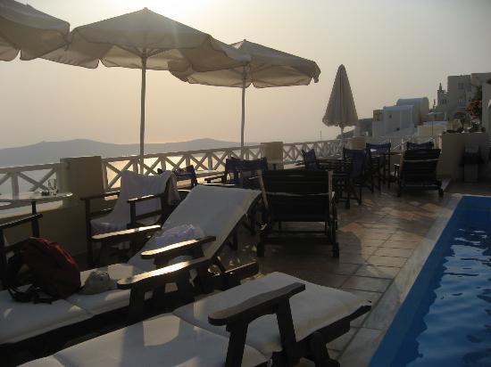 Villa Ilias Caldera Hotel: crazy view, imagine having breakfast here..
