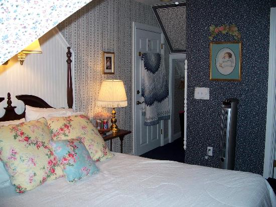 Carriage House at the Harbor: My room that I stayed in