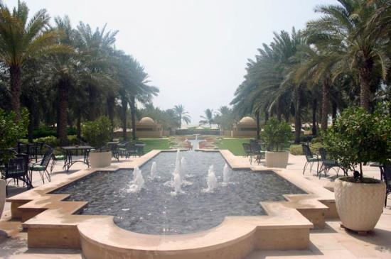 Residence & Spa at One&Only Royal Mirage Dubai: Garden and fountains