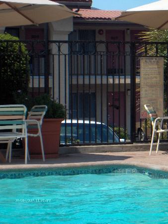 Sands Inn & Suites: Clean Swimming Pool
