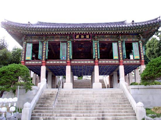 Grand InterContinental Seoul Parnas: Bongeunsa Buddist Temple nearby