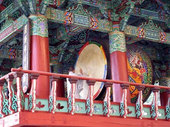 Grand InterContinental Seoul Parnas: Bongeunsa - Monk playing Drums