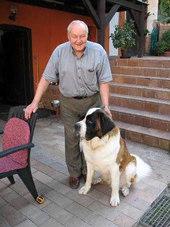 Pension Vetrnik: Milos and Endy his St. Bernard