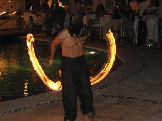 Playa Fiesta BeachClub & Hotel: The fire dancers the night before our ceremony.