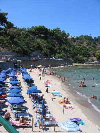 c960957394 la plage privée - Picture of Hotel Santa Lucia e le Sabbie d Oro ...