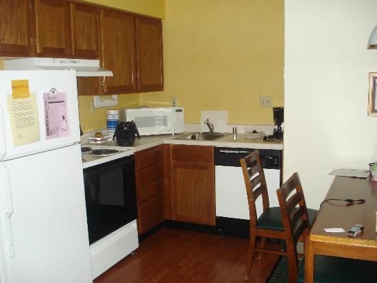 Residence Inn Cincinnati Airport: kitchen