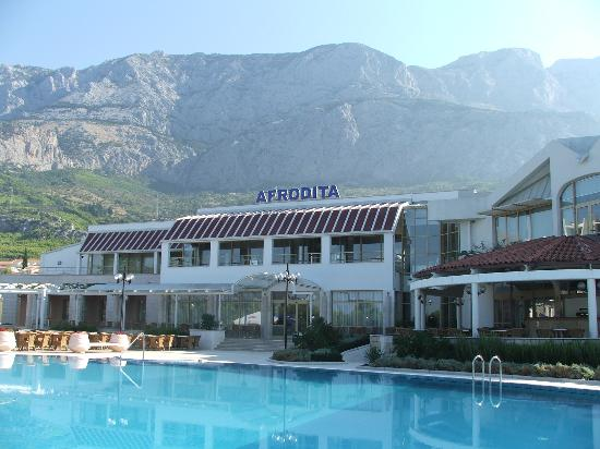 Bluesun Resort Afrodita : The view of Biokovo from the swimming pool