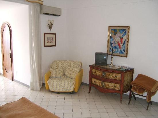 Hotel Miramare: Annexe room