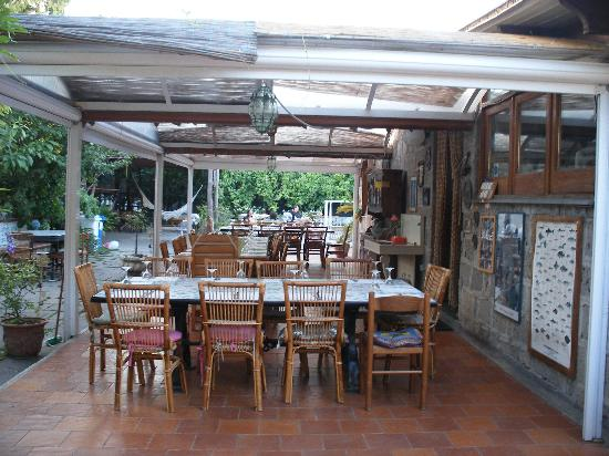 Mami Camilla: dining area