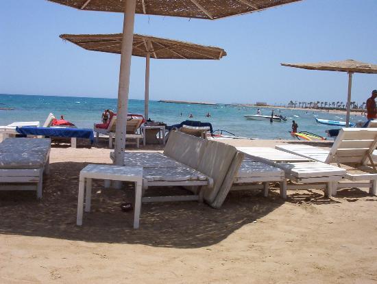 Golden 5 Almas Resort: The beach