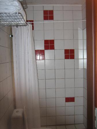 Adam Hotel: Bathroom was a nightmare