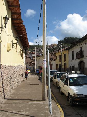 Hotel Munay Wasi: Exterior wall along street