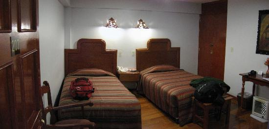 Hotel Munay Wasi Inn: Room w/ 2 twin beds (door to bathroom not shown)