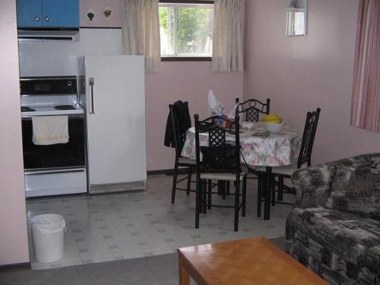 304 Geikie Street: kitchen,eating space