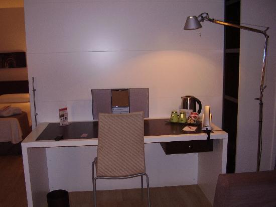 Hotel Rekord: desk area