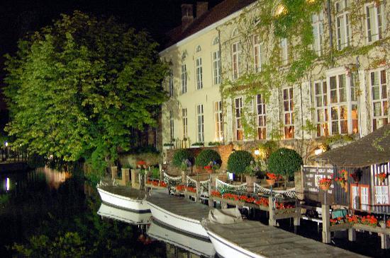 Absoluut Verhulst: Brugge at night