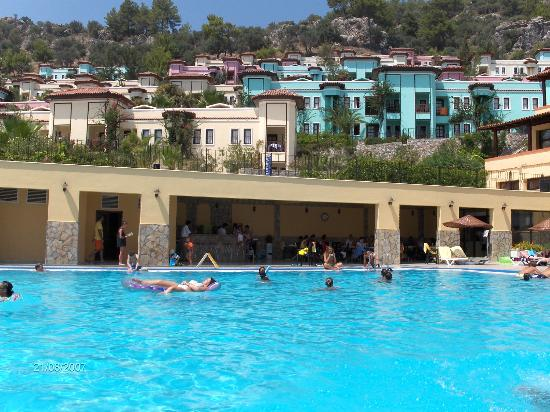 Caria Holiday Resort: Pool and hotel rooms