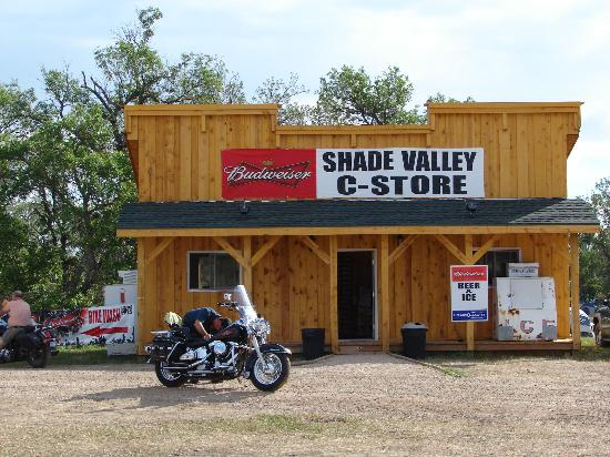 Shade Valley Camp Resort: general store bike wash beside this
