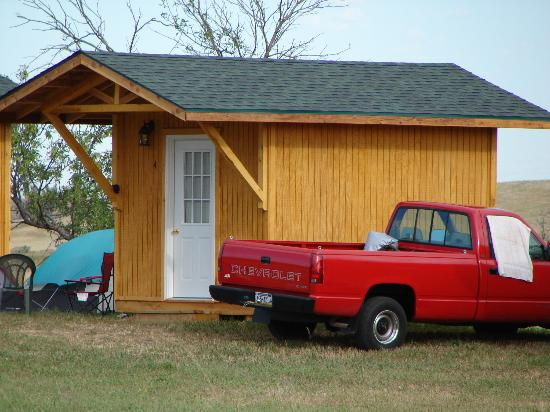 Shade Valley Camp Resort: cabins for rent