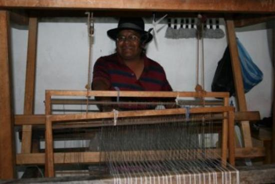 Otavalo, Ekwador: Jose Cotacachi at his loom