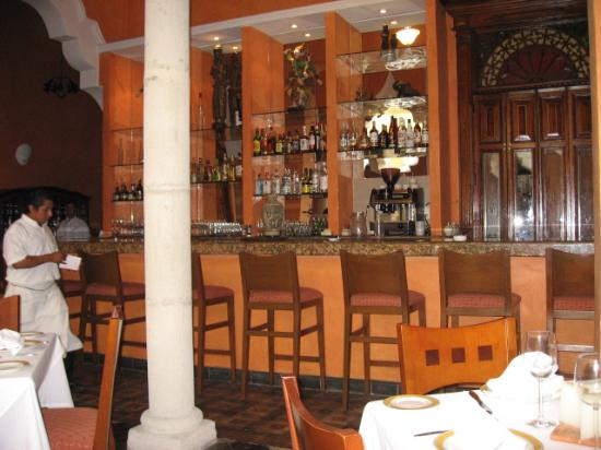 Hotel Villa Maria: Restaurant courtyard bar