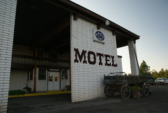 Bryce, UT: Front of the motel--looks a little dated