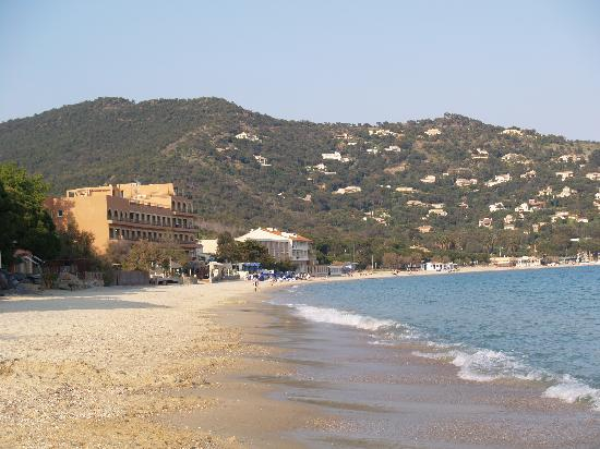Hotel Ibersol Cavaliere Sur Plage : View of the hotel and Beach