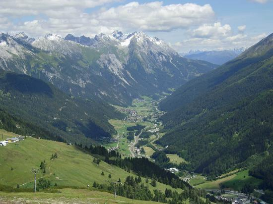 Hotel Alte Post: View from above St Anton