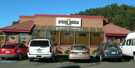 Rodeo Steakhouse & Grill: Front of restaurant facing Garden Valley Blvd