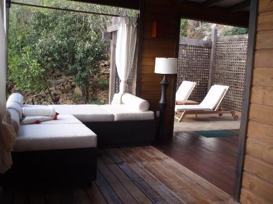 Hermitage Bay: Wrap-around deck
