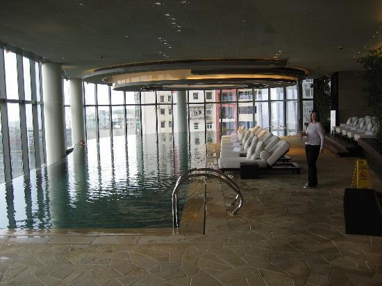 Altira Hotel: the indoor infinity pool