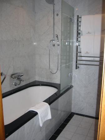 Grand Hotel: bath