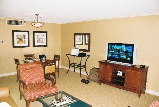DoubleTree by Hilton Hotel Ontario Airport: Living Room 2