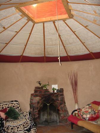 Earthship Biotecture: Livingroom