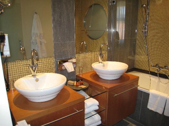 Hotel Van Eyck: Sinks