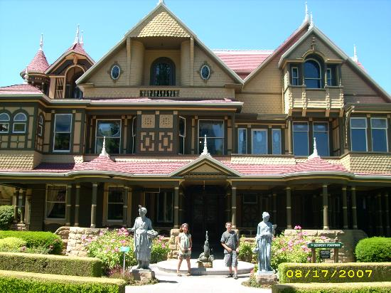 Comfort Inn Palo Alto: Winchester House of Mystery a short drive away