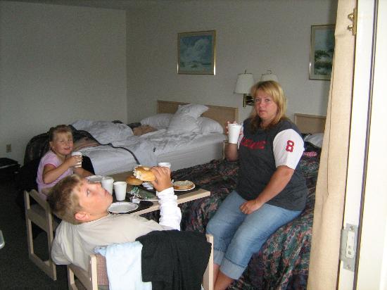 Long Beach Washington Rodeway Inn Suites Breakfast In The Room