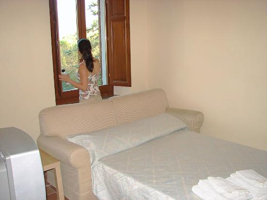 Le Cascate del Mulino: Living room and fold out bed